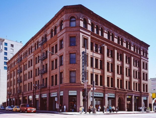 1014px-Bradbury_building_Los_Angeles_c2005_01383u_crop